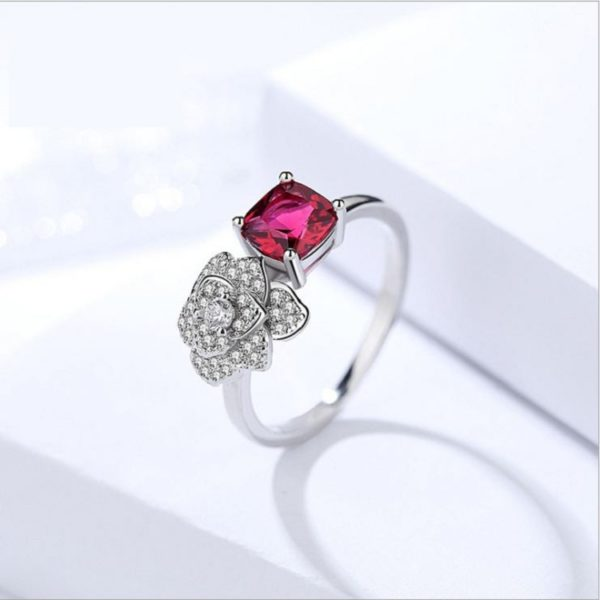 Exclusive Love Rose Finger Ring