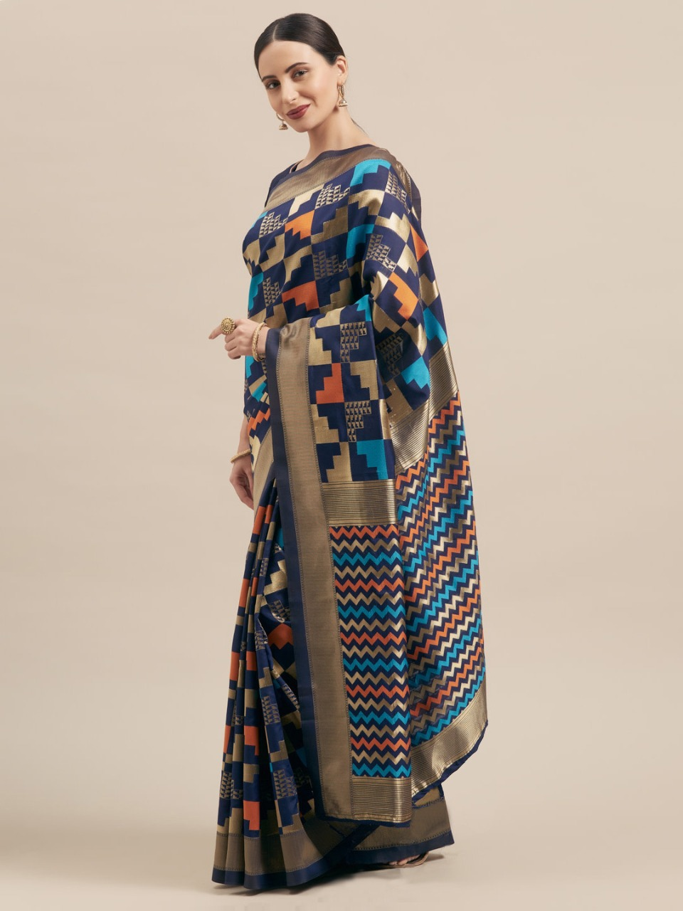 pure silk fabric print saree with blouse piece for ladies